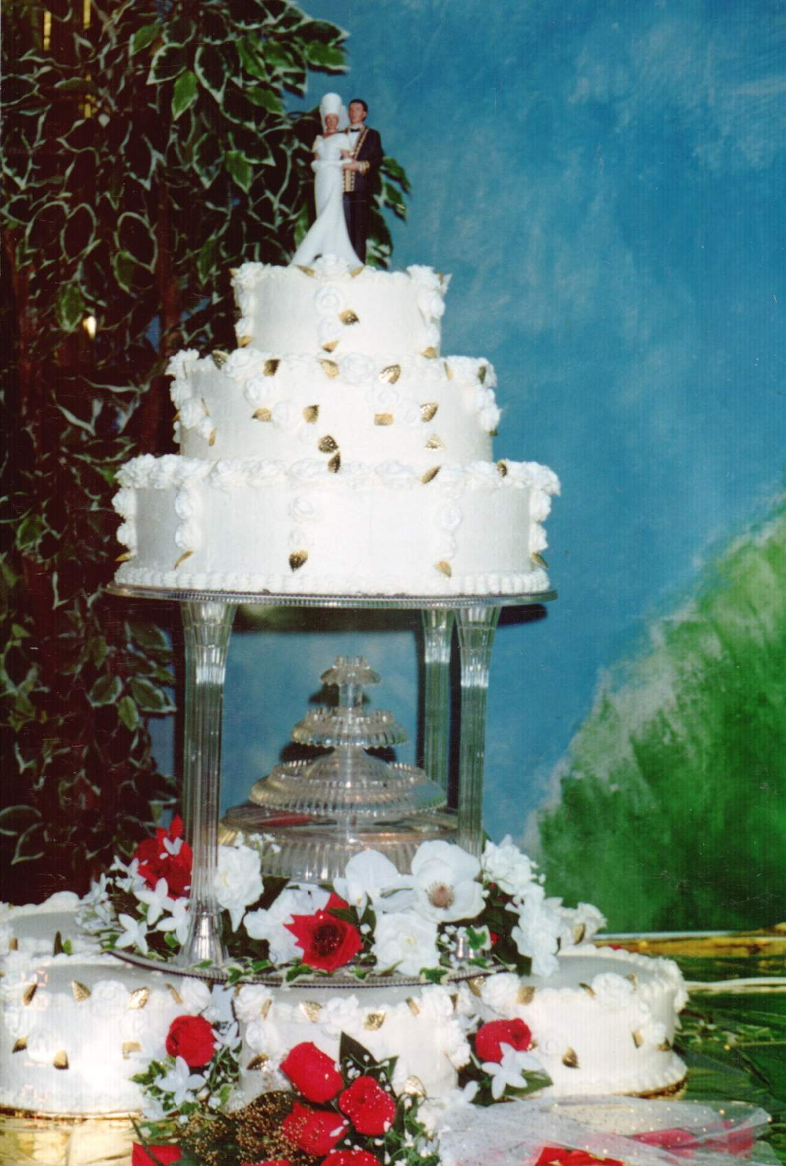 Red And White Wedding Cakes With Fountains Viewing Gallery